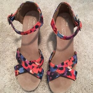 TOMS wedge size 8